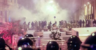 Scontri a Napoli per coprifuoco, 2 arresti