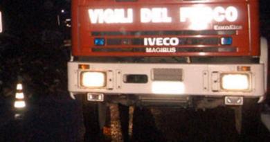 Rosignano, esplosione in palazzina: donna ustionata