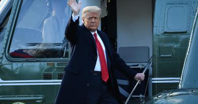 """Trump lascia la Casa Bianca: """"Torneremo, in qualche modo"""""""