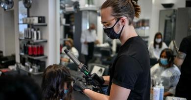 Nuovo Dpcm, bozza: in zona rossa parrucchieri e barbieri chiusi