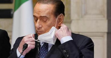 """Covid, Berlusconi: """"Riapertura lontana, stagione sacrifici non è finita"""""""