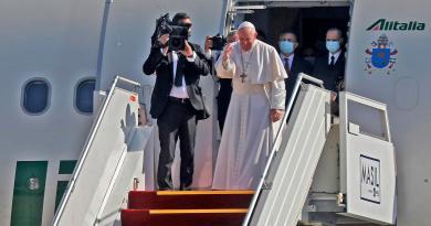 """Papa lascia l'Iraq: """"Prego per la pace, l'unità è la prosperità della nazione"""""""