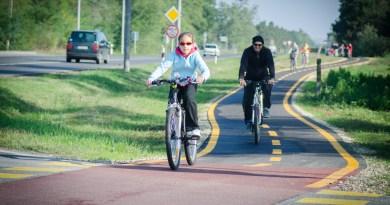 Kerékpárosok a Paks-Csámpa kerékpárúton. Fotó: Paksi Hírnök archív illusztráció