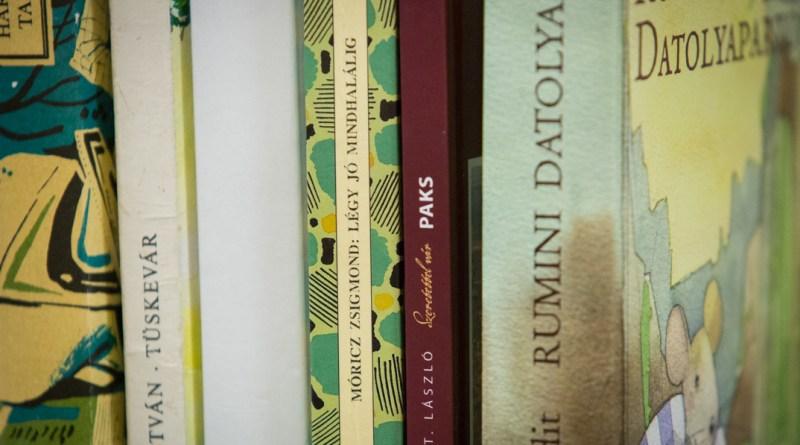 Könyvgyűjtés. Fotó: Kövi Gergő/Paksi Hírnök