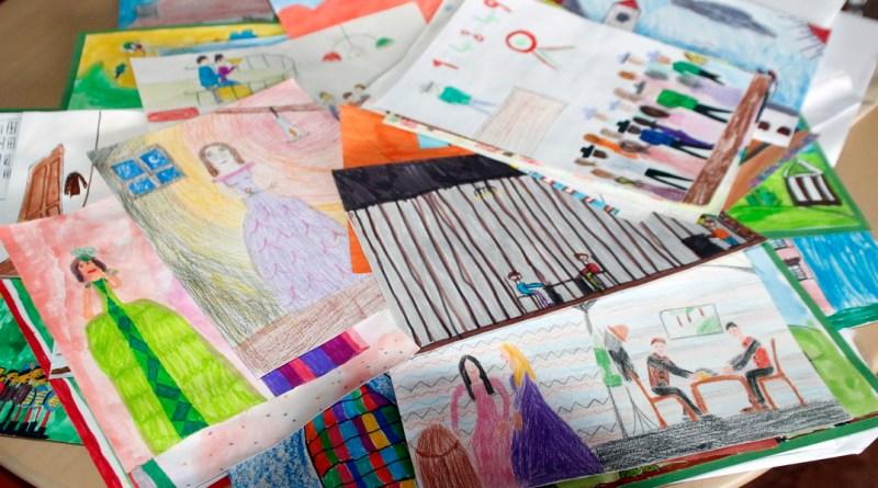 Néhány a rajzpályázatra beküldött alkotásokból. Fotó: Molnár Gyula/Paksi Hírnök