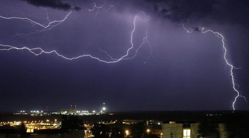 Vihar idején az erős szél, a hirtelen lezúduló sok csapadék, valamint a villámcsapás okozhat károkat. Fotó: Molnár Gyula/Paksi Hírnök