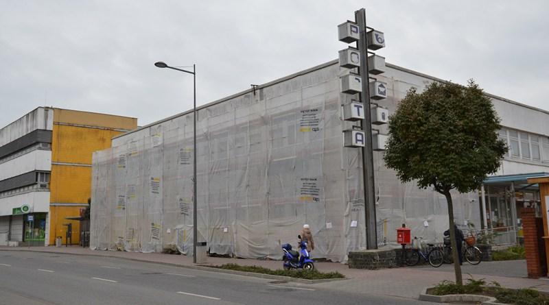 Megújul a posta épülete. Fotó: Szaffenauer Ferenc/Paksi Hírnök