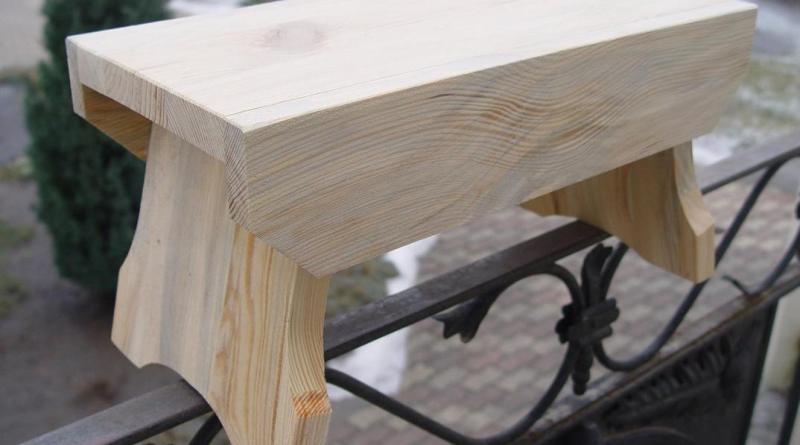 A fellépőként funkcionáló sámlik már elkészültek, ezeket kell majd díszíteni. Fotó: Ring István/Facebook