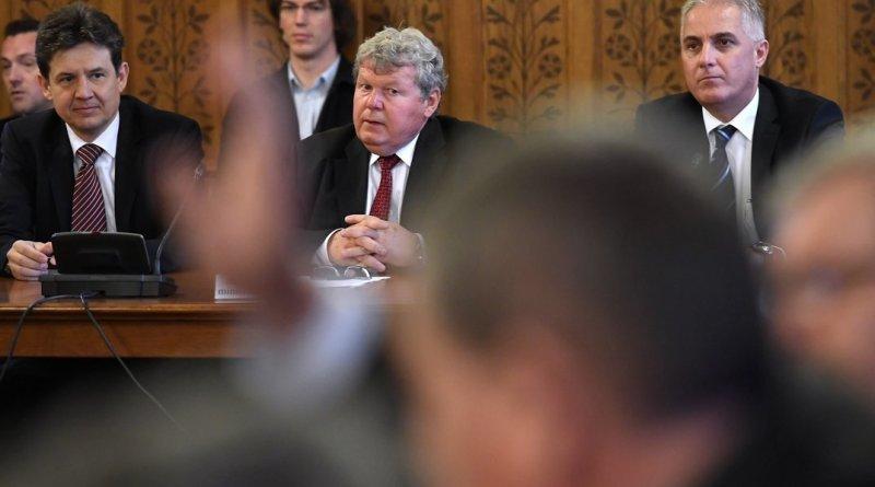 Süli János meghallgatása az Országgyűlés gazdasági bizottságának ülésén. MTI Fotó: Kovács Tamás