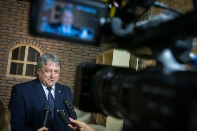Becskeházi Attila államtitkár a TelePaks stúdiójában. Fotó: Babai István