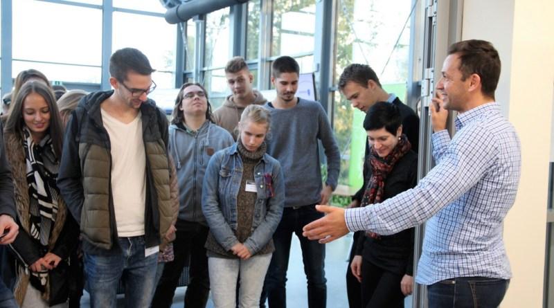 Építészhallgatók a Forráspont Energiaházban. Fotó: Vida Tünde