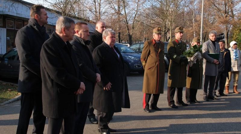 Az atomerőmű építésén dolgozó katonákra emlékeztek. Fotó: Vida Tünde
