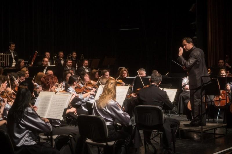 A Pannon Filharmonikusok és Bogányi Tibor karnagy. Fotó: Babai István