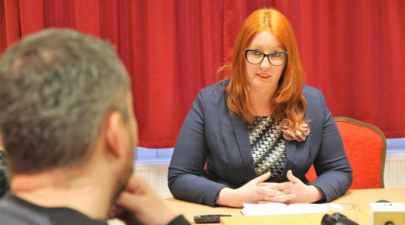 Heringes Anita az MSZP paksi irodájában tartott sajtótájékoztatót. Fotó: Vida Tünde