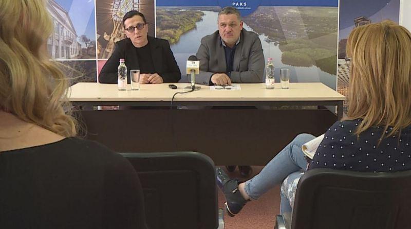 Kovács Sándor, Paks alpolgármestere és Tell Edit, a Paksi Közművelődési Nonprofit Kft. ügyvezetője. Fotó: TelePaks