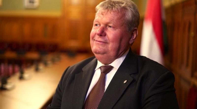 Süli János a Parlamentben. Fotó: Babai István