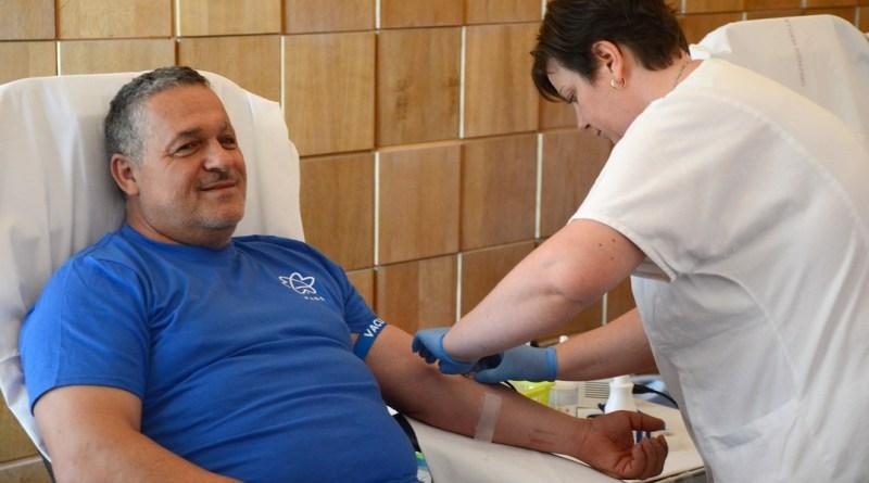 Kovács Sándor Paks alpolgármestere is adott vért. Fotó: Szaffenauer Ferenc/Paksi Hírnök