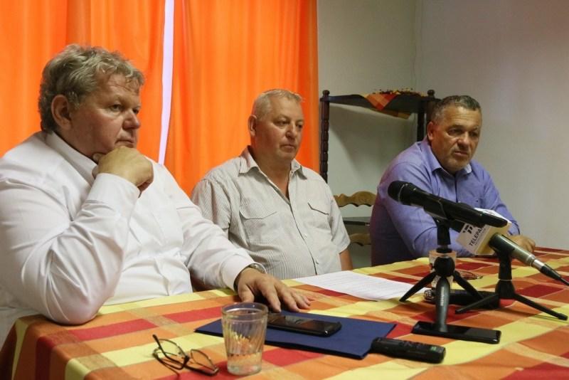 Sajtótájékoztatót tart Süli János tárca nélküli miniszter (b.), Ulbert Sándor (középen), és Kovács Sándor a Fidesz Paksi Szervezetének elnöke (j.). Fotó: Molnár Gyula/Paksi Hírnök