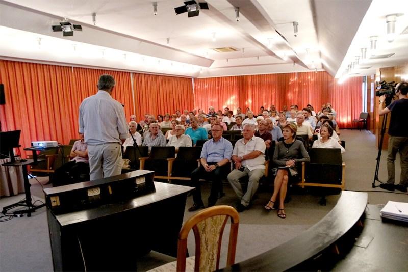 Lakossági fórumon mutatták be Duna-part felülvizsgálatának és az új városközpont kialakításának terveit. Fotó: Molnár Gyula/Paksi Hírnök