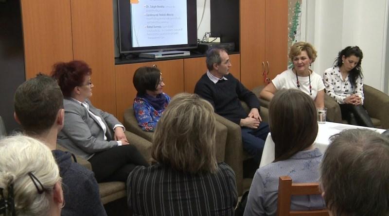 Az Alzheimer Café Paks programot bemutatkozó találkozóval indították. Fotó: Molnár Gyula/Paksi Hírnök archív