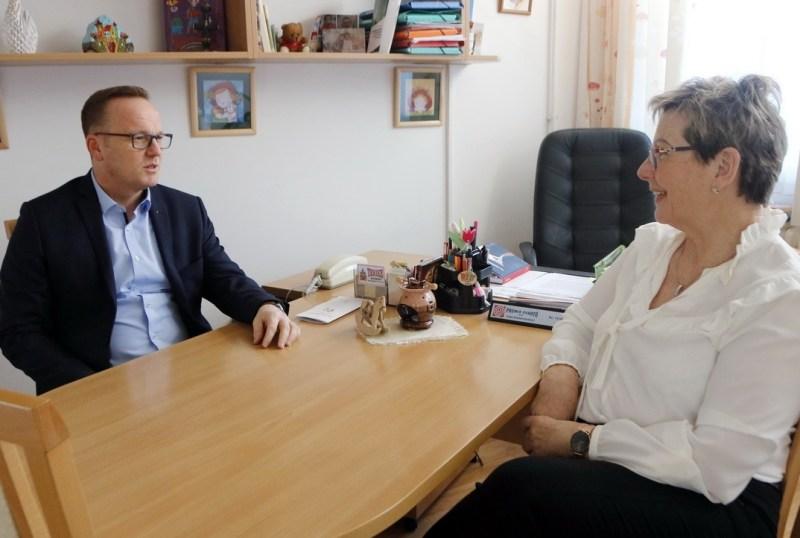 Bosnyák Zolténné, a Paksi Benedek Elek Óvoda vezetője, és Szabó Péter, Paks polgármestere. Fotó: Molnár Gyula/Paksi Hírnök