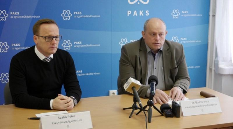 Szabó Péter polgármester (b.) és dr. Bodnár Imre főigazgató (j.). Fotó: Szaffenauer Ferenc