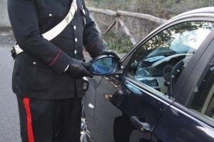 carabiniere-auto-specchietto-615x410