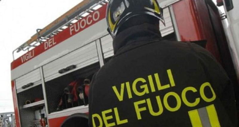Incendio a Marcianise colpisce il bar New Life