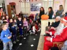 Laugurio-di-oltre-80-bimbi-della-Scuola-dellInfanzia-di-Ri-Basso-agli-anziani-del-Centro-Acquarone-15