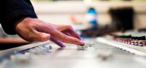 Necesidad de ajustes institucionales en el sector TIC y audiovisual en Colombia
