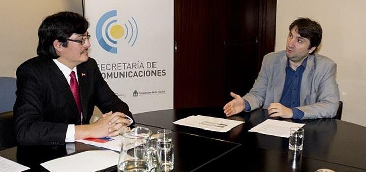 El subsecretario de Telecomunicaciones de Chile, Pedro Huichalaf, y el secretario de Comunicaciones de Argentina, Norberto Berner. Imagen: Secom