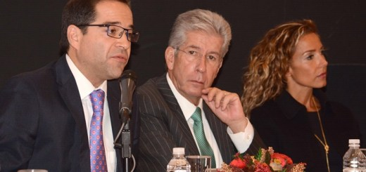 El el Subsecretario de Comunicaciones, José Ignacio Peralta Sánchez, y el Secretario de Comunicaciones y Transportes, Gerardo Ruiz Esparza en el evento Red Compartida: Informe de avances y Consulta. Imagen: SCT