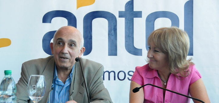 La presidenta de Antel, Carolina Cosse junto con el rector de la Udelar, Roberto Markarian. Imagen: Antel