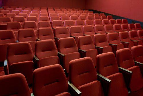 shutterstock_andriscam_cinema_publico