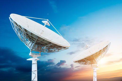 shutterstock_gui jun peng_satelite_banda_larga_infraestrutura