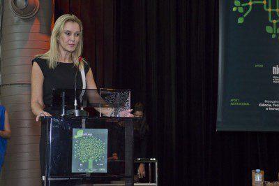 A vice-presidente de tecnologia educacional da Positivo Informática fala do software Aprimora. (Foto: Gastão Guedes)