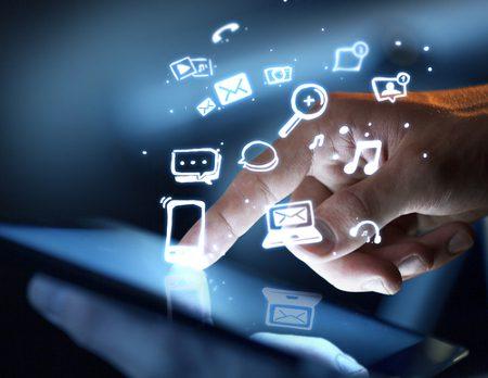 shutterstock_PeshkovaV_Device_telefonia_movel_celular_tecnologia_tendencia
