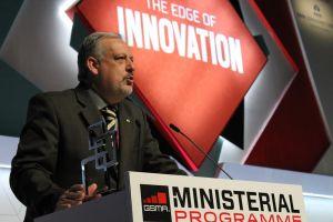 Ministro durante recebimento do prêmio, em Barcelona (Foto: Raoni Scandiuzi)