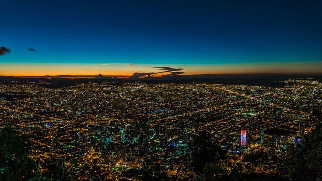 1200px-Bogotá,_Nocturna