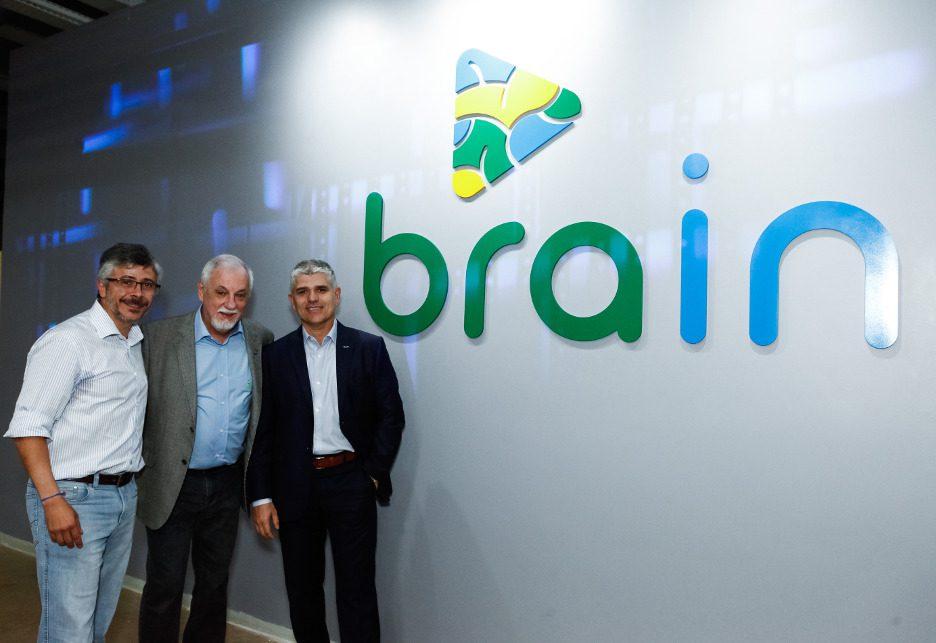 da esquerda para a direita: Jean Carlos Borges, presidente da Algar Telecom, Osvaldo Carrijo, disruptive salesman do Brain, e Luiz Alexandre Garcia, CEO do grupo Algar.