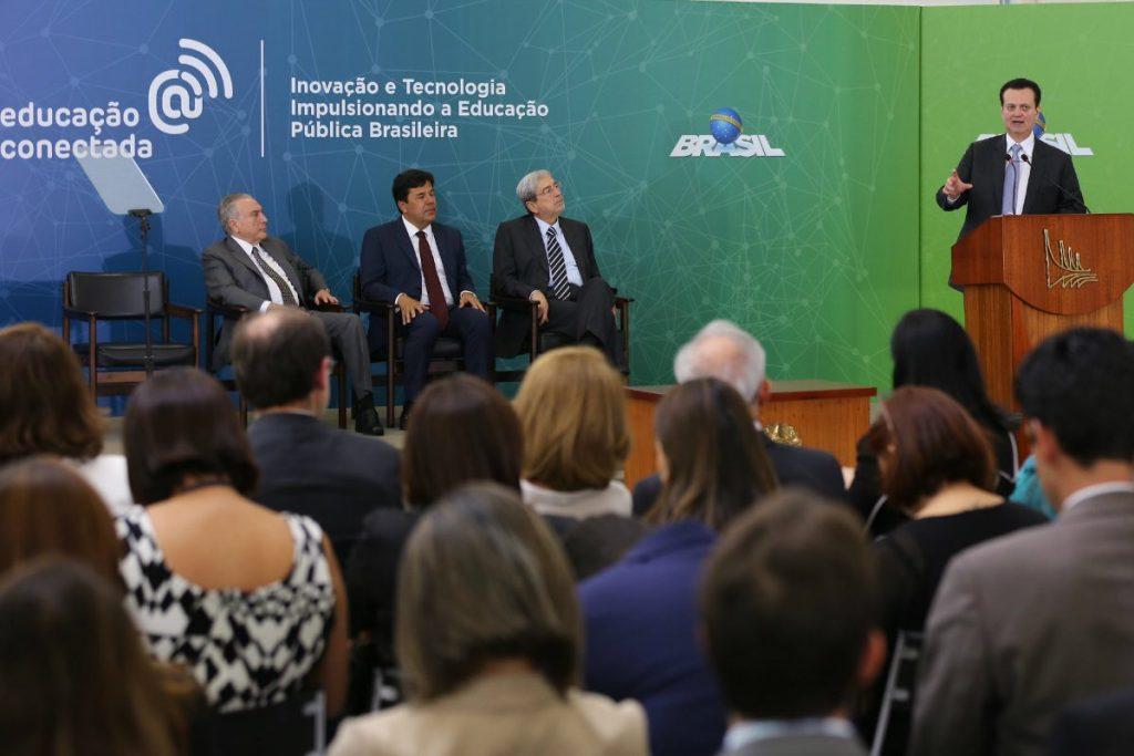 Ministro_anuncia_programas_para_ampliar_acesso_a_banda_larga__em_escolas_hospitais_e_postos_de_saude_de_todo_o_Brasil