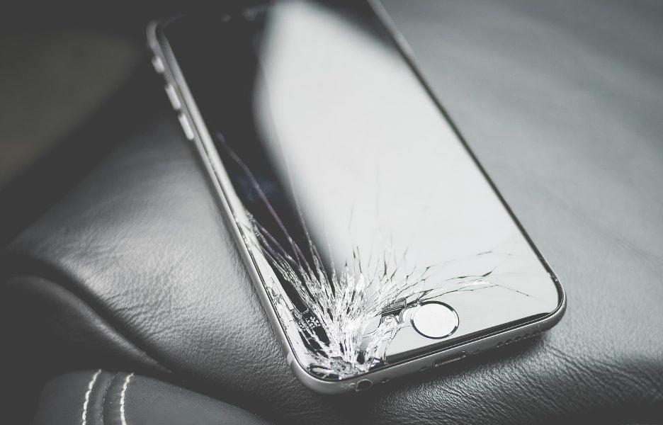 celular-tela-quebrada