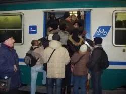 Ferrovie E-R, dalla Regione un mese gratis ai pendolari per i disagi subiti