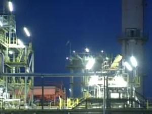 petrolchimico-notte