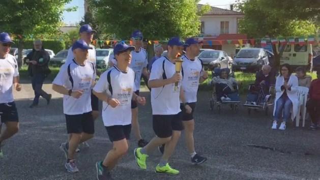 Torch Run, a Ficarolo la torcia olimpica che parla di sport e disabilità intellettiva – VIDEO