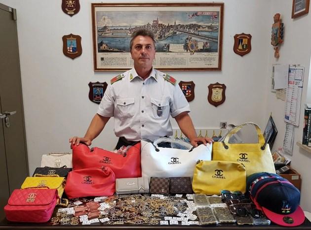 Sequestrati migliaia prodotti alla moda contraffatti del valore totale di 60 mila euro