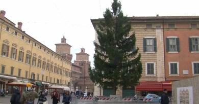 albero in piazza e natale