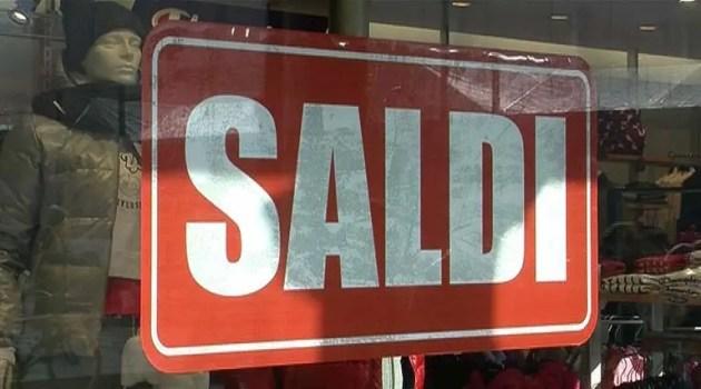 Prime settimane dei saldi:buona affluenza ma prudenza negli acquisti