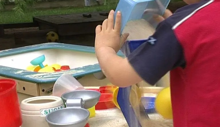 bambini giochi estate bambino asilo materna