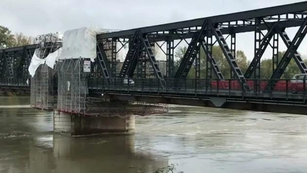 """Ponte sul Po: senso unico alternato """"a singhiozzo"""""""
